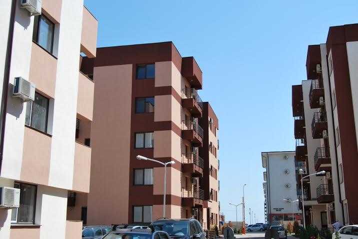 bloc cu apartamente noi